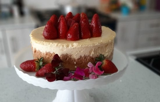 Baked Cheesecake with fresh Strawberries